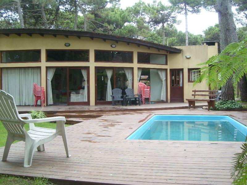 Zona norte con piscina oportunidad 2 febrero chalet for Piscina zona norte avila